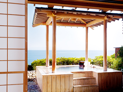 庭園露天風呂付き客室「伽羅」