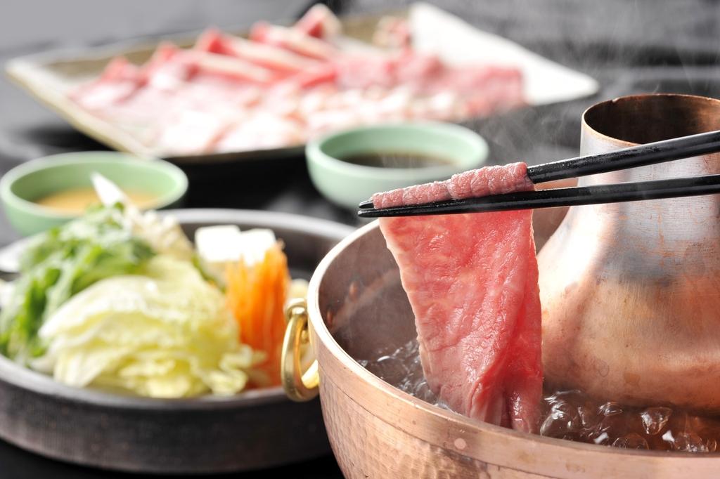「甲州富士桜ポーク」と「唐黍牛」の、しゃぶしゃぶ食べ放題(90分)コース ※イメージ1