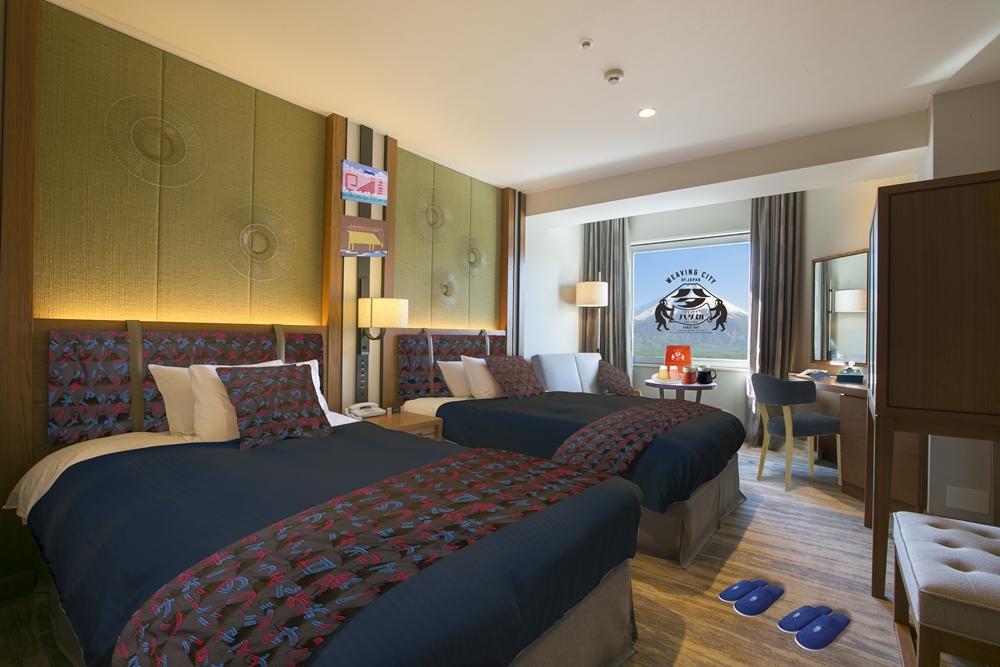 ふじやま織でコーディネートされた特別客室「富士山ROOM」