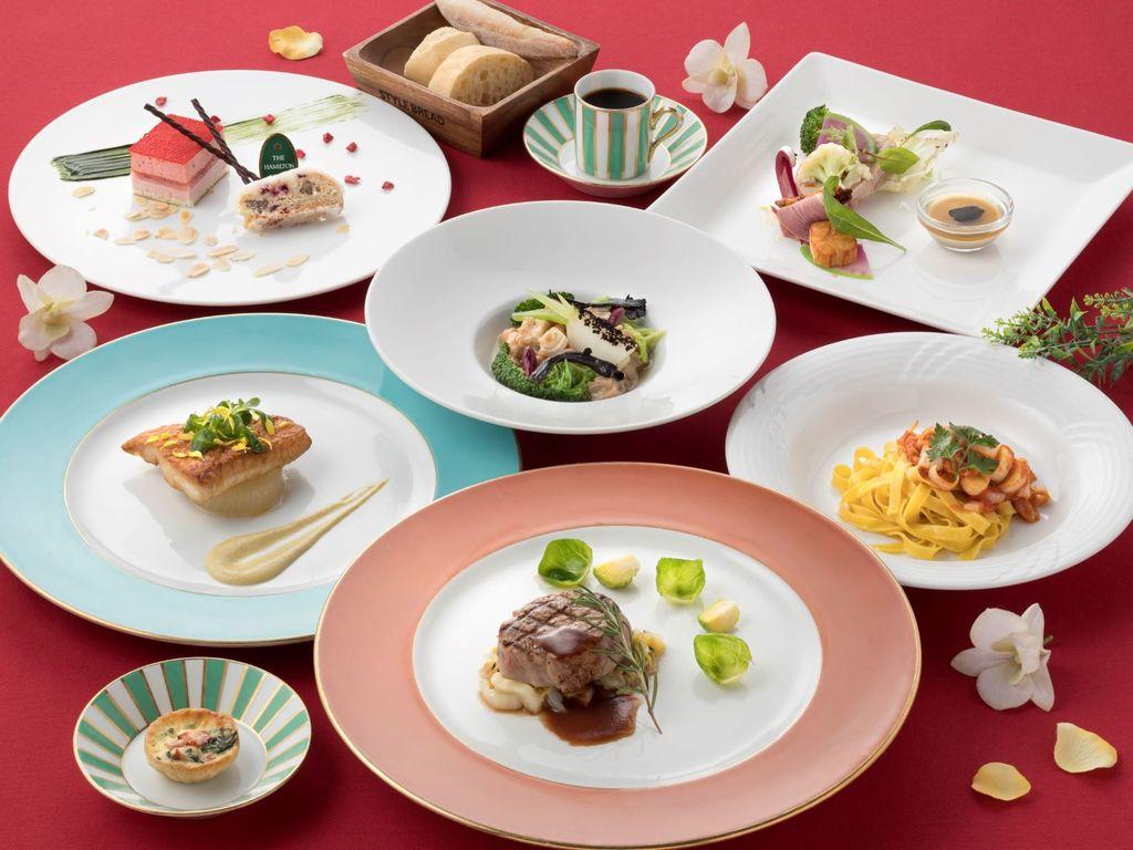 ご夕食は旬の食材をふんだんに使用したサゼッションコースをご提供いたします。