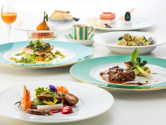 1泊目のご夕食は、ハミルトン宇礼志野おもてなしの味基本のスタジオーネコースをご提供いたします。