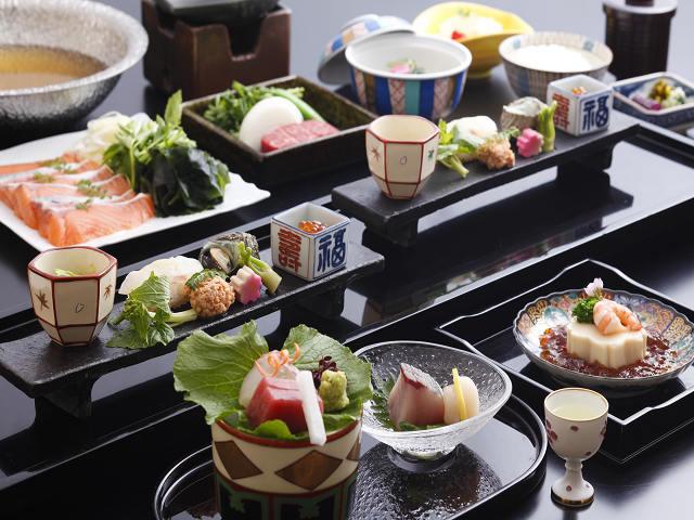 旬の食材を使った会席料理をご用意させて頂いております。