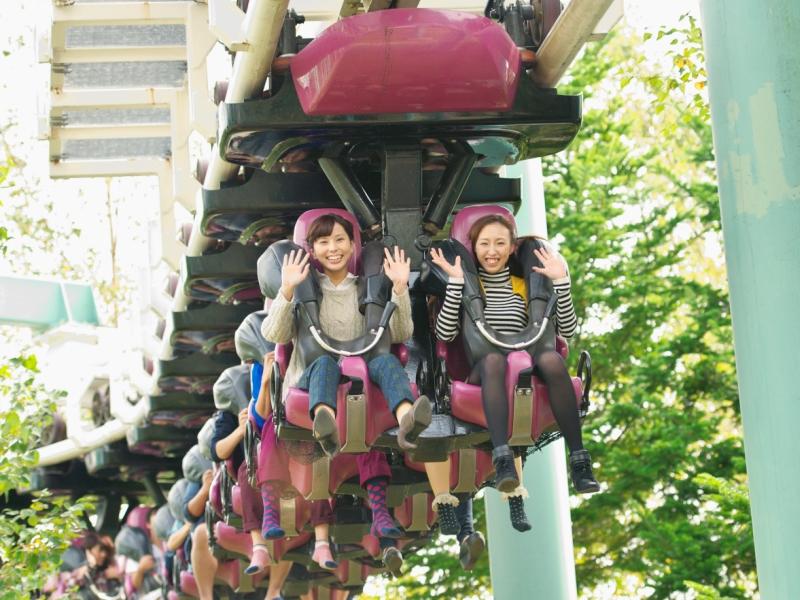 ≪春〜初夏は遊園地≫<Br>緑が鮮やかな季節!ジェットコースターで絶叫!