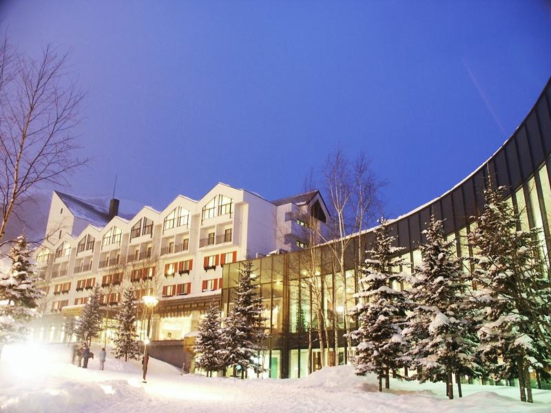 ≪ウィンターリゾート≫<br>粉雪とイルミネーション光る華やかなリゾート