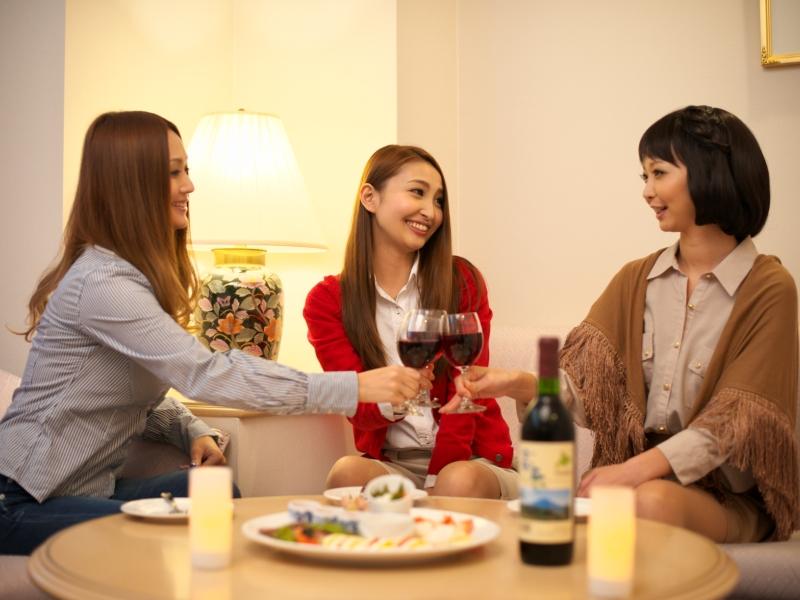 ≪プレミアムフライデー≫ワインで乾杯&プチパーティー!お部屋でもリゾートでも楽しめる特典付き♪