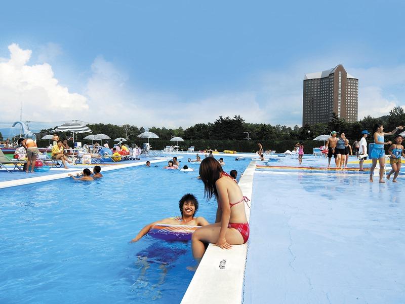 ≪夏休み7/23〜8/19限定スーパージャンボプール≫<Br>遊園地券で利用OK!プールも遊園地も遊べます♪