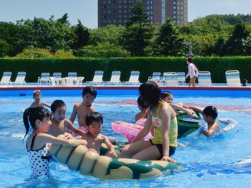 遊園地券でご利用OK!【屋外スーパージャンボプール】7/23〜8/19<br>暑い日は豪快に爽快プールもどうぞ。