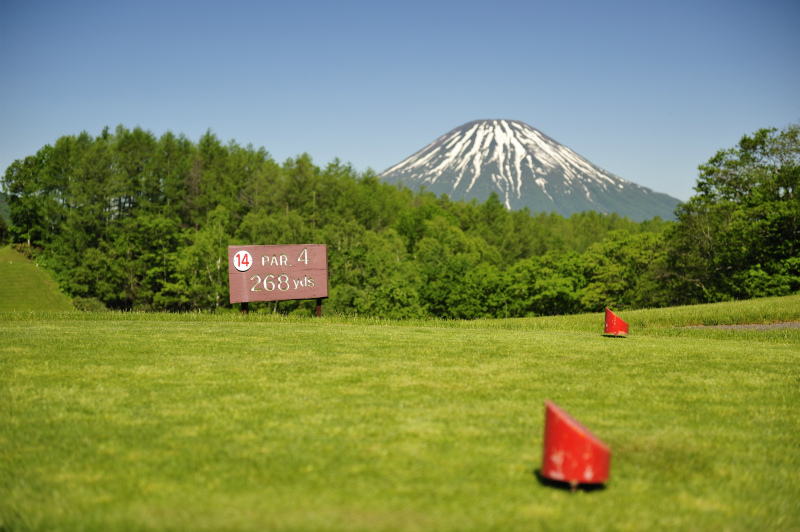 Choose to play from 4 different, 18-hole courses at one of the leading highland resort in Hokkaido.