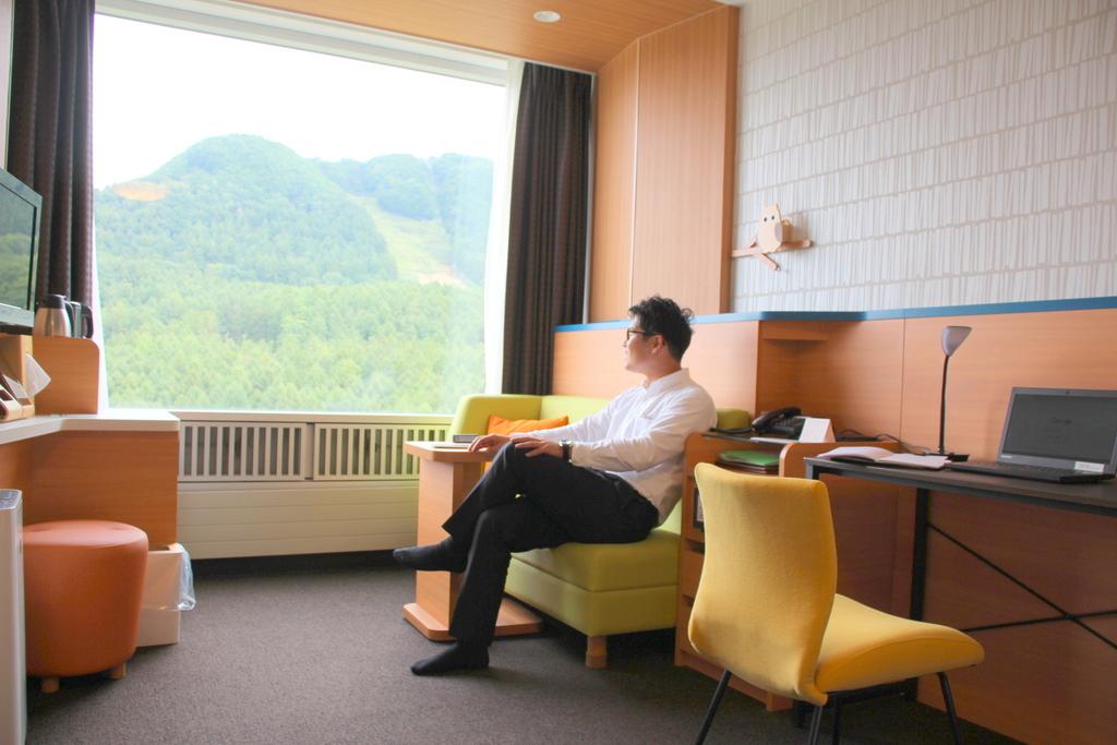 大きな窓から眺める景色に癒されながらテレワーク!