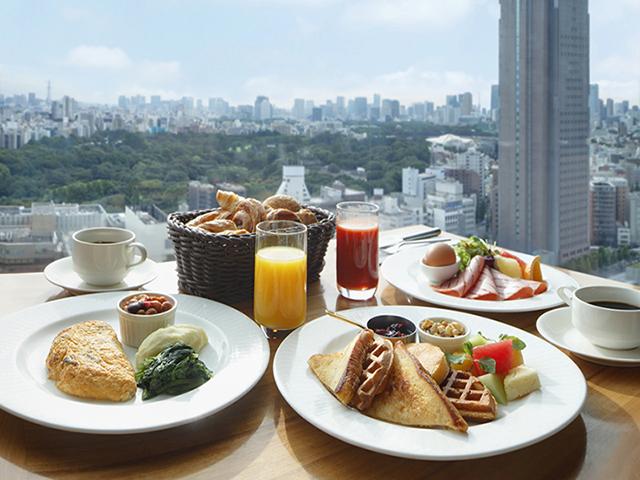 ご朝食は21階「宴会場」にて洋食中心のブッフェをお楽しみください