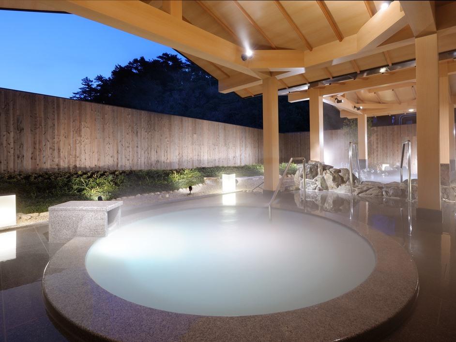 真珠成分配合の露天風呂「パールオーロラ風呂」