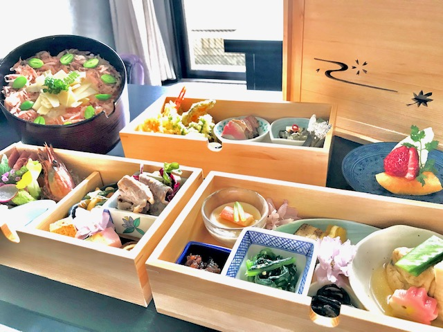 【夕食の一例】重箱から引き出すたびにお楽しみが広がります♪