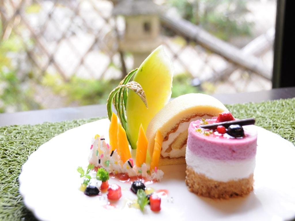 ケーキサービス特典の一例です。季節・在庫により異なります。