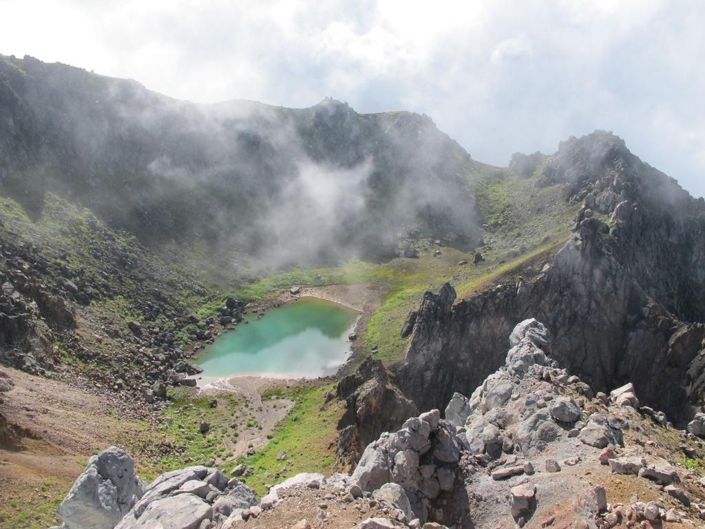 焼岳のカルデラ湖(ライターの高橋庄太郎様より素敵な写真をご提供いただきました!)
