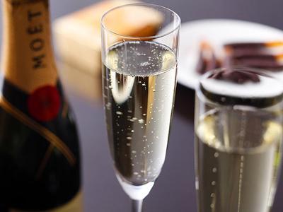 フルーティーできめ細やかな泡立ちのシャンパン