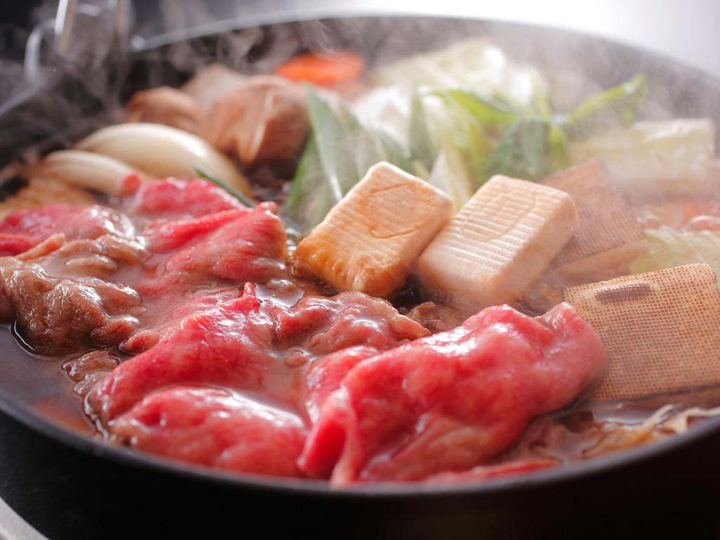 【淡路牛と松茸のすき焼き】 食欲の秋にふさわしい王者の組み合わせ