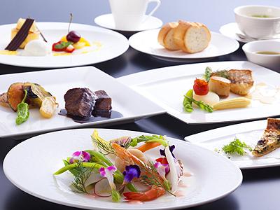フランス料理のフルコース一例 ※画像はイメージ