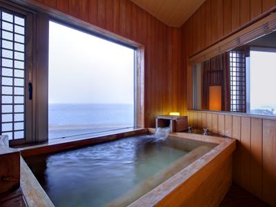 里楽グランデ・紀淡海峡を一望する展望檜風呂