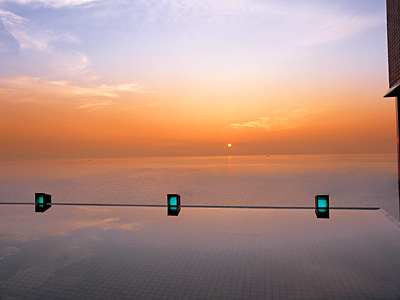 露天風呂より眺める朝日は必見