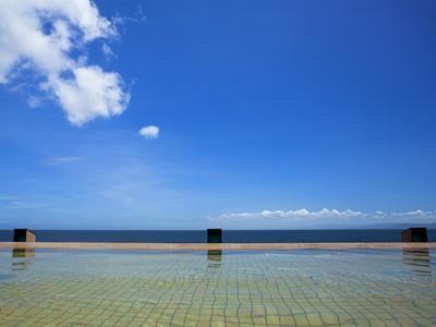 空と海と湯に溶け込むように浸かる 湯賓閣 「天宮の雫」