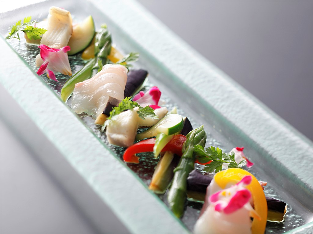和食にフレンチのテイストをバランス良く織り込んだプラザ淡路島オリジナル会席≪料理イメージ≫