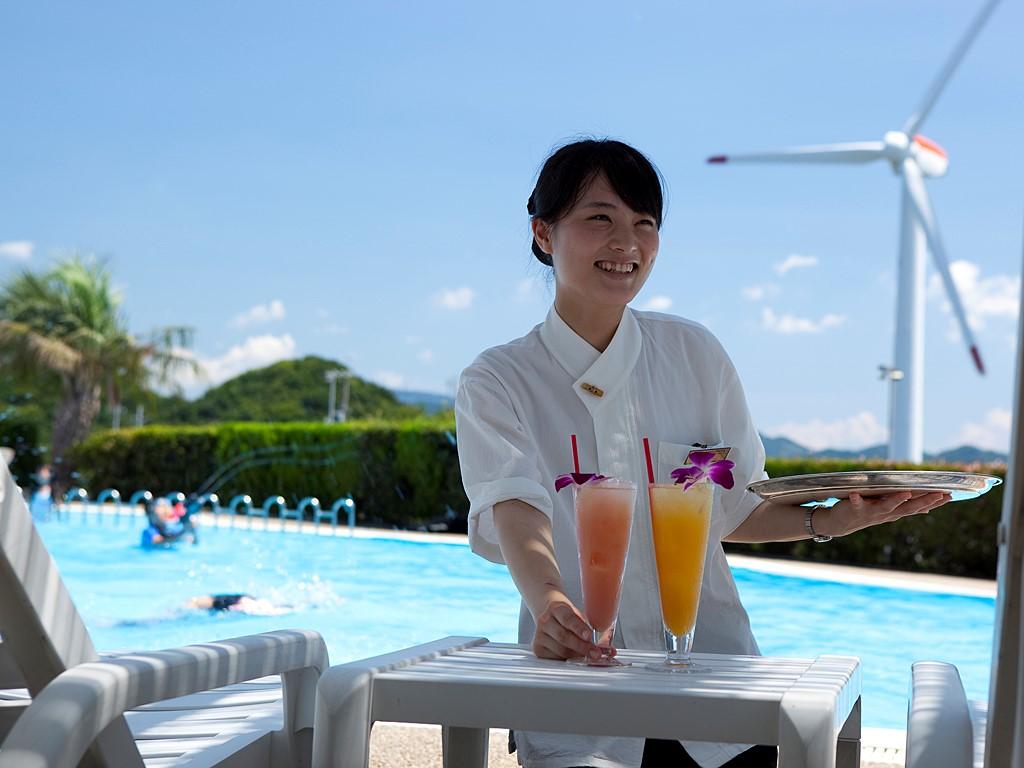 プラザ淡路島の屋外プールは浅いスペースもあり小さなお子様でも安心≪プールは7/1より営業予定≫