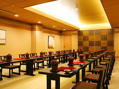 グループ&団体宿泊プランではご夕食はレストラン内の個室または宴会場を確約≪夕食場所イメージ≫
