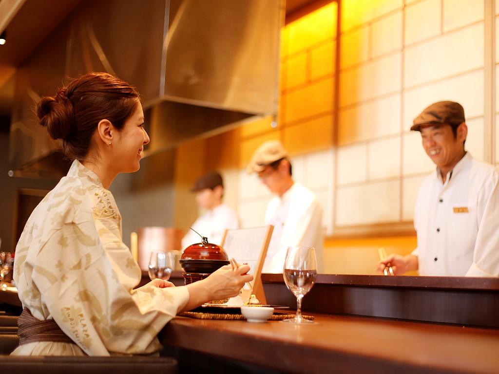 2012年7月オープンの新ダイニング「旬房 海楽 -KARAKU-」でプリフィクススタイルのディナーをお楽しみください