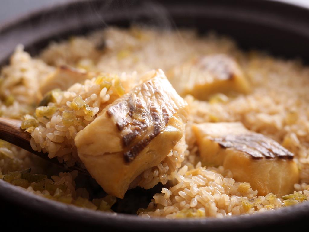 お食事は香ばしい薫りが食欲をそそるあつあつほくほくの鯛めしが付いた「鯛めし御膳」≪料理イメージ≫