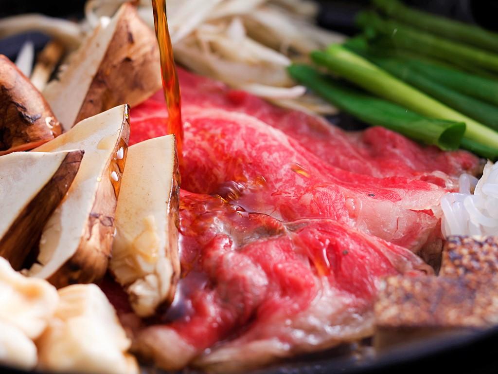 淡路牛を秋の味覚の王様「松茸」と一緒にすき焼きでお召し上がりいただきます≪料理イメージ≫