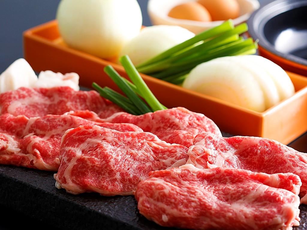 秋冬限定のチョイスメニューとして「淡路牛のすき焼き」もしくは「魚介のブイヤベース」から選べる≪料理イメージ≫