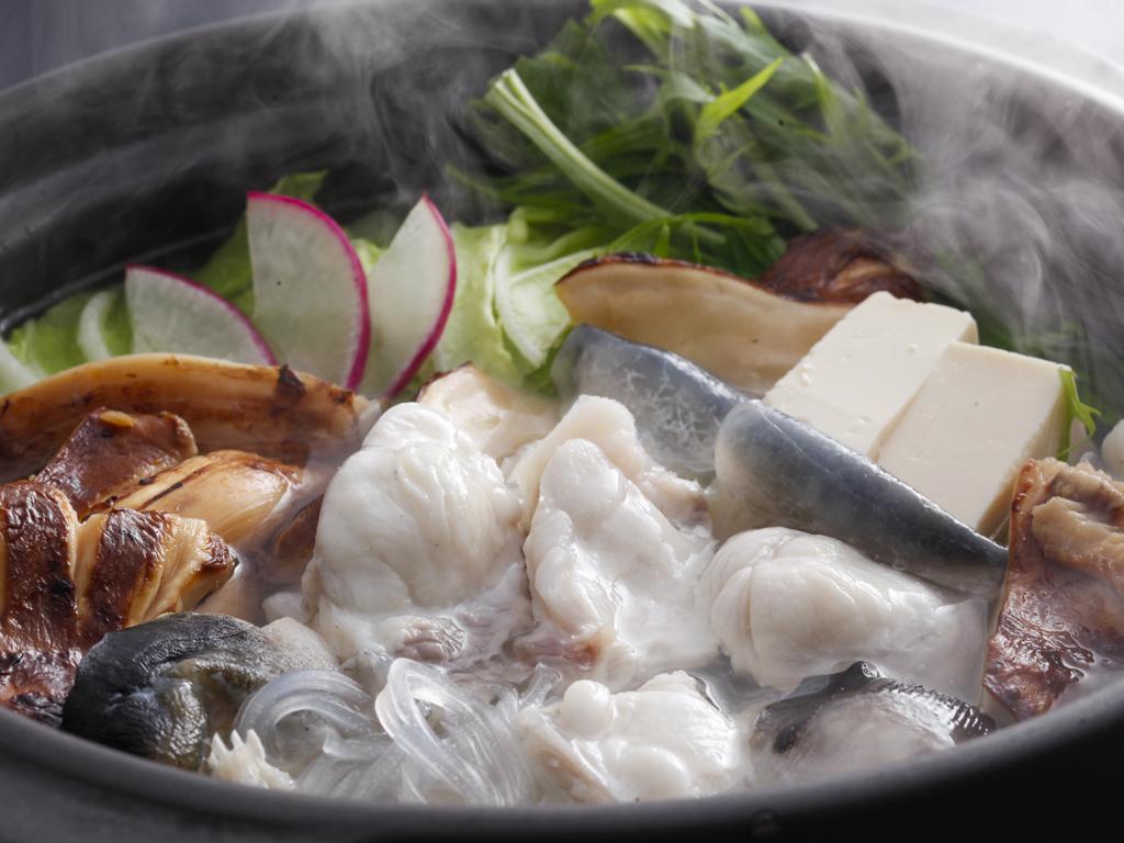 淡路島3年とらふぐの滋味深き味わいと松茸の芳醇な薫りをどちらも愉しめるてっちり鍋≪料理イメージ≫