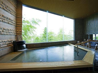 琴平の町を望む展望浴場