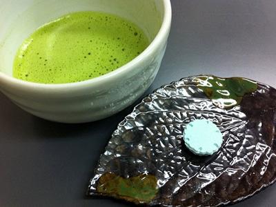 出来上がった「和三盆」はお抹茶と一緒にお召し上がり下さい。
