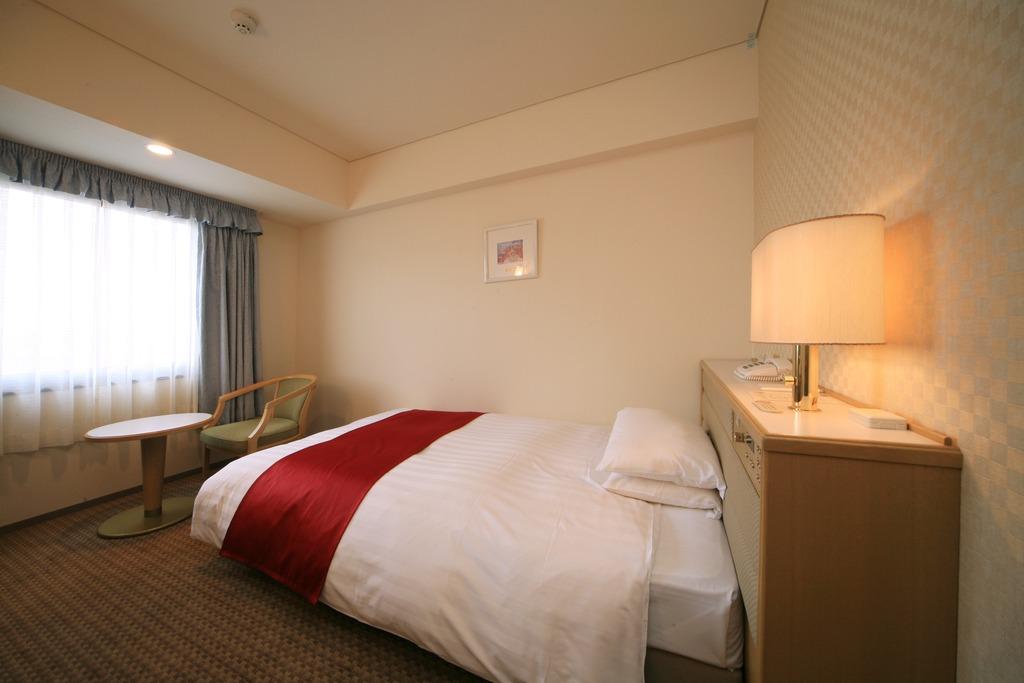 シングルルーム(18平米) セミダブルのベッドでゆっくりできます