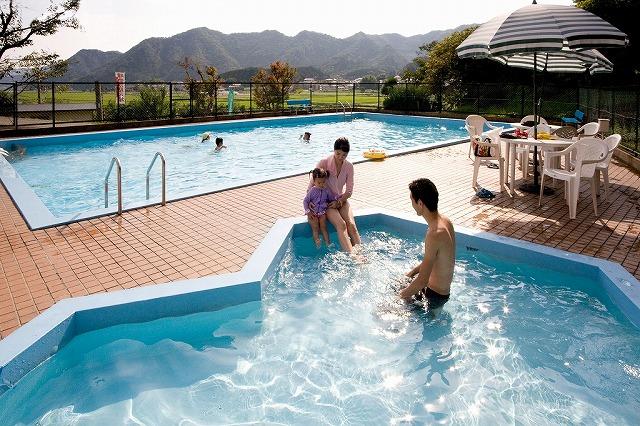 夏といえば、やっぱりプール!♪きらめく太陽の下で、開放的に遊んじゃおう!!(画像はイメージです)