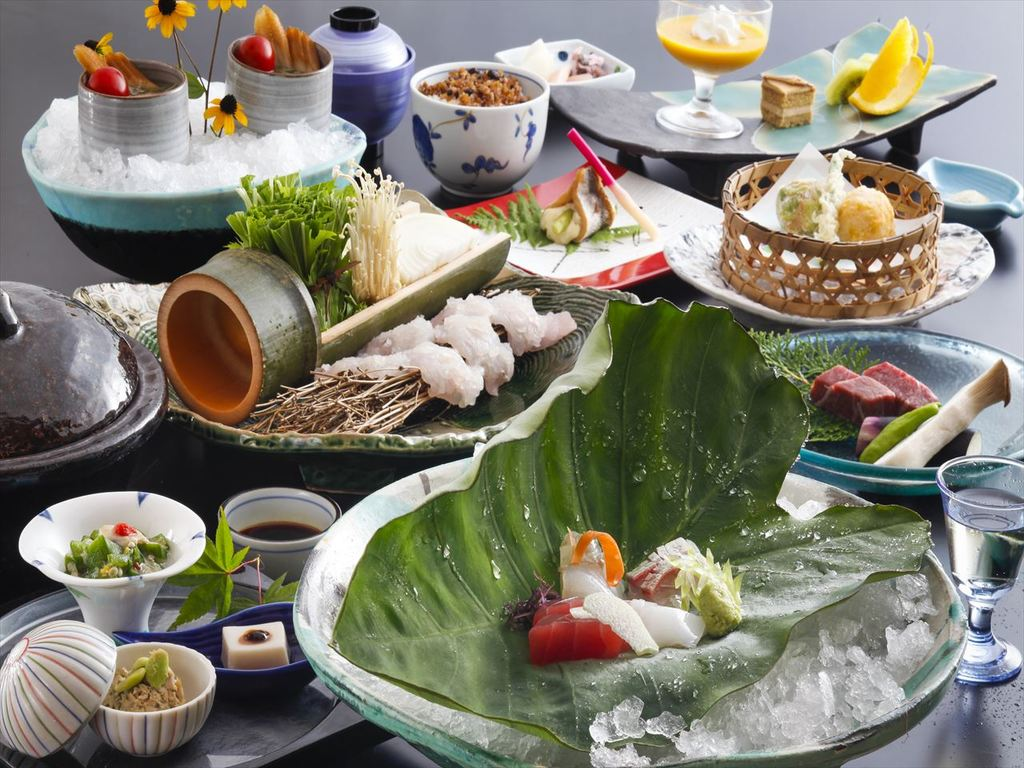 季節の食材を散りばめた会席料理をお楽しみ下さい。