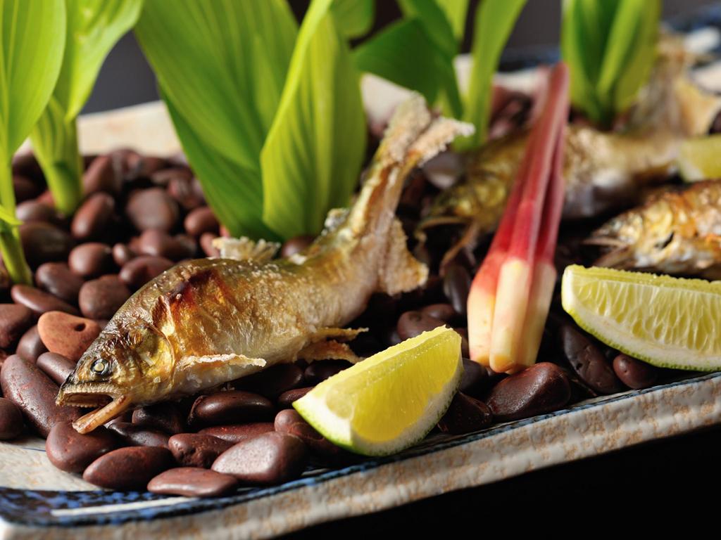 熱々の鮎の塩焼き、美味しさはだれもが納得