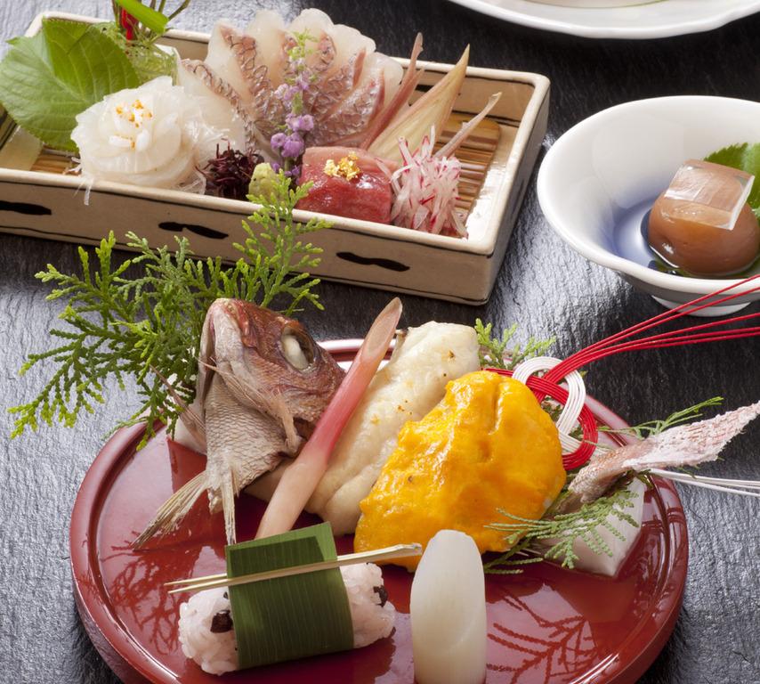 お祝いにふさわしい華やかなお料理をご用意します。