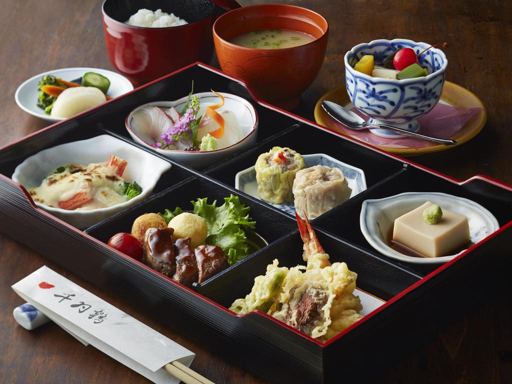 """日本料理「千羽鶴」の""""晩ごはん"""""""