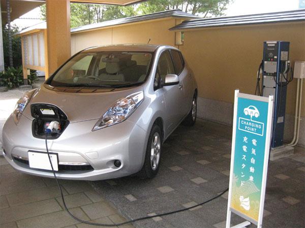 車も満足♪充電中・・・
