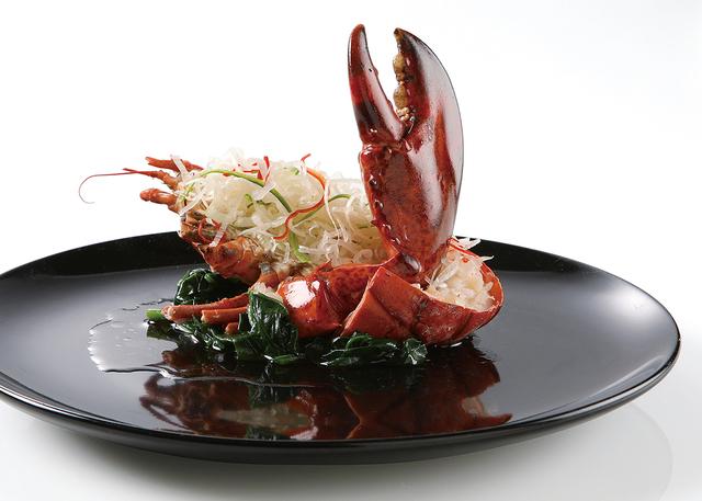 ふかひれや近江牛を使用した豪華絢爛スペシャルディナー。