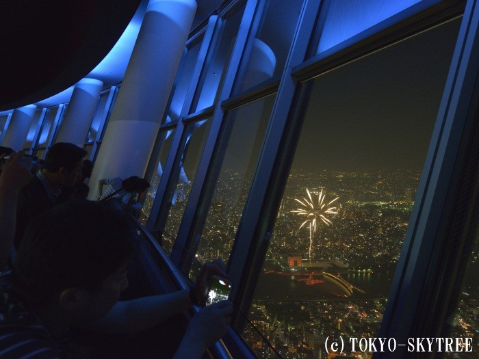 東京スカイツリー(R)から見た隅田川花火大会