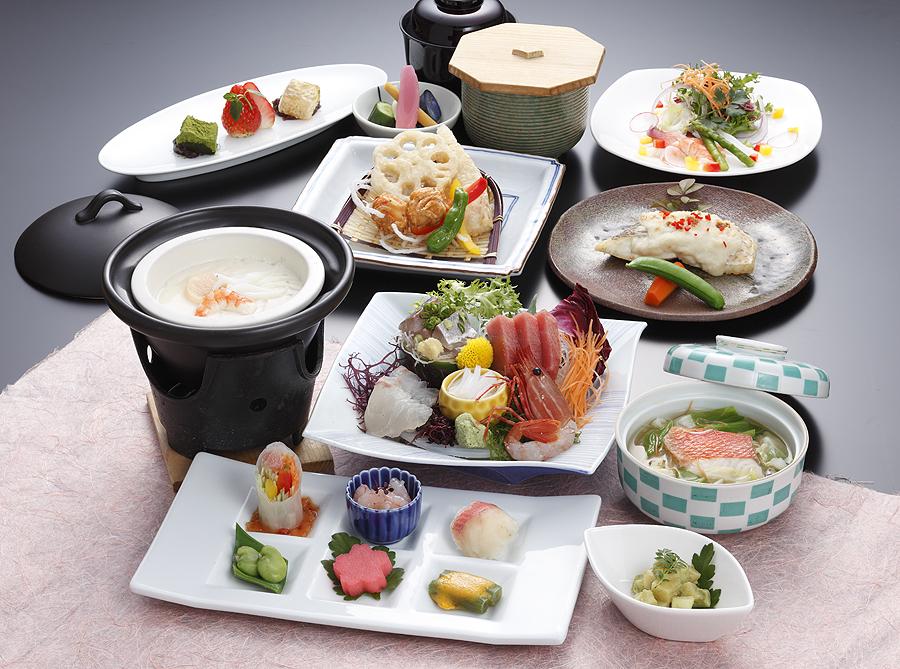 旬の魚介をふんだんに取り入れたお料理(イメージ)