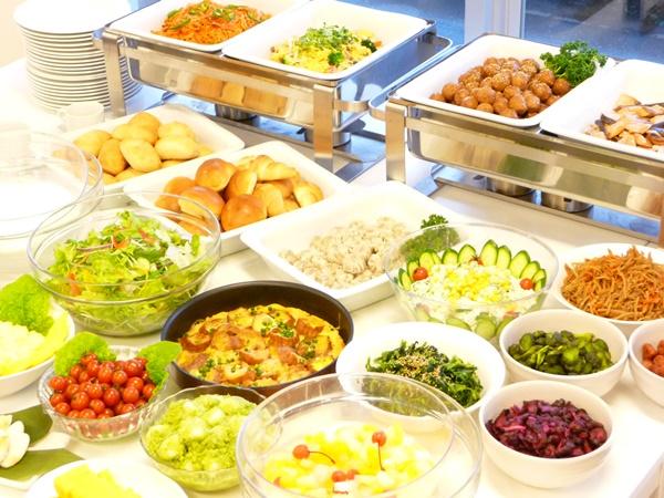 朝食バイキングは6:30~9:30(1Fレストラン)