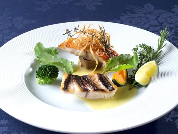 季節魚のハーブ焼き