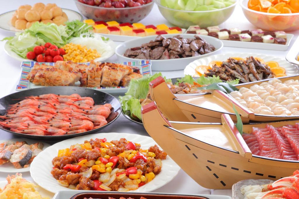 和洋中77種が食べ放題のディナーバイキング(例
