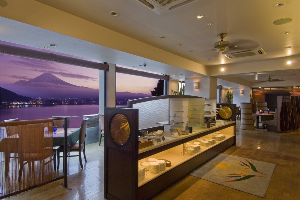 """レストラン""""MOONBOW""""洋風創作料理とハーフビュッフェ"""