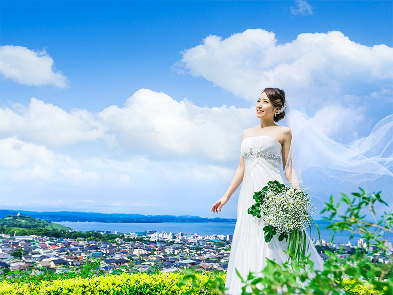 「良心的過ぎる価格」に挑戦。お二人が心から納得できる結婚式をプロデュースいたします。
