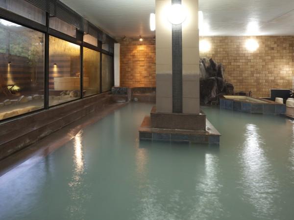 湯畑源泉掛け流しの大浴場